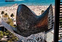 Barcelona en de Costa Brava. / Barcelona, stad en strand. Zie ook het bord Gaudi.
