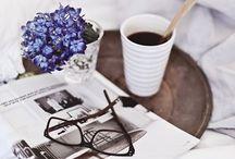 Bücher – schön angerichtet ✨ / Zum Start in den Morgen, erst einmal eine Tasse Kaffee oder Tee. Am besten stark.