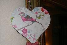 Gemaakte harten van stof, hout en tafelzeil
