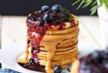Pancakes / Who doesn't love pancakes. Lots of great recipes for healthier pancakes that can be eaten for breakfast or just a snack.