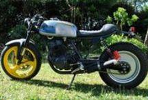 Crochet Cafe Racer Obsession / Customización realizada desde una Honda CB 250 Two Fifty del 94. Esta base nipona se recrea en una Café Racer con aspecto postnuclear retrofuturista.