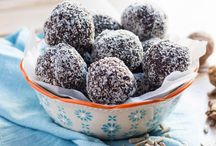 Bliss Balls / Simple, no-bake recipes for healthy bliss balls. Great to have on hand for emergency snacks.