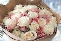 #Love flowers / :)Personalitatea învăluitoare   a unei flori    tinde să privească în noi    asceza unui parfum din lumea culorii.