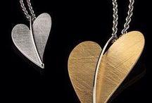 ERNSTES DESIGN edelstaal sieraden / Edelstalen sieraden met zirconia of parel. Strak design of vrouwelijk en tijdloos. Je vindt het bij Ernstes Design