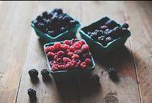 Berries / berries - food - photography - cibo - bacche - fragola - frutti di bosco -   / by Lucrezia Bi