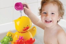 Bathtime fun ! / #bain, #bath, #bano,... Dedee and friends play with water...  Yes it's bathtime