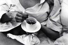 pausa caffè ♥ Bialetti ☕️ / è il 1933 quando inventa Moka Express: da questa intuizione nasce la storia di Bialetti, un marchio che ha trasformato l'arte di preparare il caffè in un gesto talmente semplice e naturale da diventare un rito irrinunciabile in ogni casa italiana.  da EGO troverete tutti i migliori prodotti BIALETTI: la classica moka, le ultime versioni dai colori pop, le macchine a cialde, la moka per il caffè d'orzo...e tutti gli accessori per rendere la pausa-caffè sempre più piacevole e divertente,