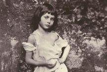 Photographer Lewis Carroll / https://en.wikipedia.org/wiki/Lewis_Carroll