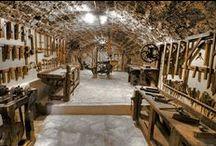 atelier / Workshop garage tools old tools shelter DIY envil worbench