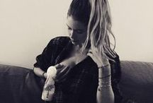 Breastfeeding Celebs / Celebrities -- they're just like us! They breastfeed, take brelfies and love their babies too.