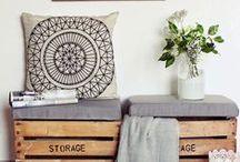 | Sala sem sofá | / Ideias para não usar um sofá.  Do post: http://nomeuape.com.br/decorar-sala-sem-sofa/