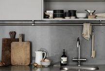 Grey Kitchen / Grey kitchen units provide a perfect neutral colour for those bored of white, ivory or cream. Soft, pale greys tend to work well in smaller kitchens, but larger spaces may need some sections of bolder colour. An island painted in a deeper or contrasting colour to that of the wall cabinets will make it a focal point in your grey kitchen.