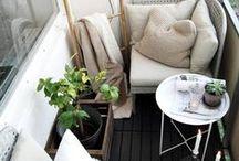Balcony inspiration / Of je nou een groot of een klein balkon hebt, van strakke meubels, of juist van vintage bistro sets houdt. Voor net wat extra inspiratie doe je hier doe je hier vast leuke ideeën op.