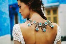 Kuinka käyttää koruja - Jewelry fashion / Inspiroivia ideoita siitä, miten käyttää koruja ja asusteita erilaisissa asukokonaisuuksissa ja tyyleissä. Ideas on how to combine and use jewellery and accessories in interesting outfits. Jewelry fashion, trends and cool looks.