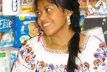 Bevolking Ecuador / Er zijn verschillende soorten stammen in Ecuador, die elk zijn eigen soort kleding, hoedjes en sieraden hebben. Heel fraai om te zien, zeker omdat het altijd zo kleurrijk is.