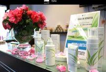 ● ALOE VERA COLLECTION ● / Collezione Aloe Vera: le sue preziose proprietà sono note e sfruttate da secoli. Dona sollievo, idrata e lenisce la pelle. Composta prevalentemente da acqua, l'aloe vera è ricca di vitamine, enzimi, minerali, zuccheri e aminoacidi che influiscono positivamente sull'aspetto della pelle e sul benessere. Aloe Vera certificata EcoCert,Certified Vegan.org, Certified Organic (Quality Assurance International). Scopri tutta la linea di prodotti!