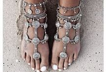 BAREFOOT JEWELLERY / We love some gorgeous jewellery to adorn the feet, whether it's on holiday, getting married on a beach or simply to make one feel special. It really is the chic treat for feet.