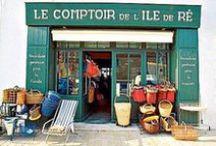 Boutiques de l'Ile de Ré / Le shopping est une activité phare sur l'île de Ré : boutiques de charmes, tableaux de peintres, mode, tout est bon pour ramener un souvenir des boutiques locales.