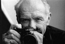 Robert Doisneau / Il fotografo deve essere come carta assorbente, deve lasciarsi penetrare dal momento poetico. La sua tecnica dovrebbe essere come una funzione animale, deve agire automaticamente. (Robert Doisneau)
