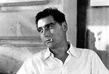 """Robert Capa / Tutto ciò che ho scritto e tutto ciò che hanno scritto gli autori che mi hanno influenzato, discende direttamente da lui. Il neorealismo letterario, iconografico e cinematografico si è nutrito di Robert Capa. Roberto Saviano  """"Come fotografo di guerra spero di rimanere disoccupato per il resto della mia vita. Robert Capa"""