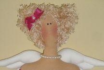 Muñecas de tela. / Recordando las muñecas que me hacía la abuela cuando fuí niña. / by Esther Vargas