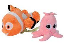 Leluja vauvoille ja taaperoille / Ihania leluja perheen pienimmille. Pehmoleluja, helistimiä, vaunuleluja, potkuautoja ja erilaisia taitoja kehittäviä leluja.