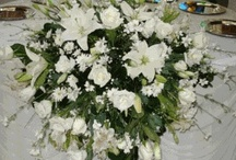 Arreglos Florales  / Dicen que el éxito en una buena decoración recae en una decoración floral, acá algunas ideas     / by Ana Iriarte