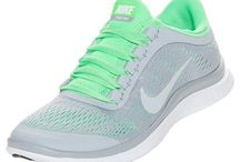 Ayakkabilar / Farkli desendeki ayakkabilar
