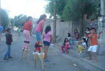 on plays / stilts, trampoli, echasse, stelzen in plays
