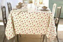 Linvosges : à table / Une couleur, un motif, une grande brassé de fleurs, nos nappes ont chacune leur secret pour vous aider à créer votre ambiance conviviale !