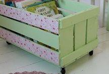 Pallets e Caixotes / Móveis e objetos decorativos feitos com caixotes de feira.