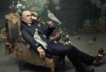 un hombre, una silla