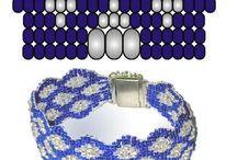 Pulseras / Materiales: mostacillas y perlas.