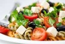 Easy Lunch Options / Enough with the take-out everyday. Try these frugal lunch options that are easy to make.