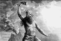 Donar / Als kind al was hij sterk, en daarnaast moeilijk opvoedbaar. Daarom werd hij opgevoed door twee bliksemgeesten, Vingir en Hlora. Hij groeide uit tot een enorme man, bijna een reus, met dezelfde kracht, en zijn hamer Mjollnir maakte hem nog sterker.
