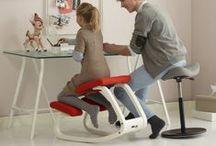 sedie Varier / Varier è il marchio più importante per le sedute ergonomiche, la migliore produzione nordeuropea. Ogni sedia, sgabello e poltroncina è concepita per la distribuzione ottimale del carico sulla colonna vertebrale. Il sistema balans® consente di star seduti tenendo correttamente la schiena e senza affaticare la spina dorsale. Ideali per chi studia e lavora, si prestano anche a favorire una seduta rilassata e confortevole.  http://www.onfuton.com/portfolio_category/sedie-ergonomiche/
