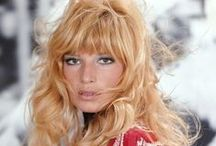 ★MONICA VITTI La bambola / MONICA VITTI (born 3 November 1931) is an Italian actress best known for her starring roles in films directed by Michelangelo Antonioni during the early 1960s.After working with Antonioni, Vitti changed focus and began making comedies, working with director Mario Monicelli .Vitti won 5 David di Donatello AWARDS for best Actress, 7 Italian Golden Globes for Best Actress, the Career Golden Globe, and the Venice Film Festival Career Golden Lion Award.