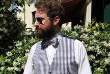 Hipster inspiration / Fashion or Lifestyle? The sure thing is that hipster style is a hot trend for men right now. The hipster man is usually characterized by full beard or particular mustache, gilet, papillon and round glasses. Old fashion Sartoria took inspiration from this trend in its latest clothing items!