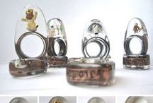 Resin jewelry / Jewelry made with transparent and dyed resin.