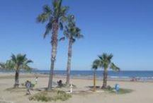Playas / Las playas de Benicàssim son gran parte del alma y belleza de este pueblo de Castellón. El cielo azul y más de 300 días de sol al año hacen del lugar el mayor paraíso de las costas valencianas. ¡Os invitamos a disfrutar de las fotografías y paisajes más espectaculares de esta tierra!