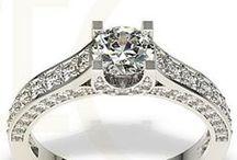 Biżuteria złota / Gold jewellery / Pierścionki, bransoletki, naszyjniki i kolczyki wykonane ze złota / Rings, bracelets, necklaces and earrings made from gold