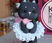 AMIGURUMI : le monde animal / Un art japonais où de minuscules objets, animaux et poupées sont crochetés afin de leur donner un aspect rigolo.