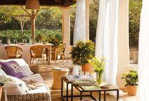 Vivre dehors .  Outdoor living / Dès les beaux jours venus, vivre dehors est un grand plaisir dont je ne peux me passer.