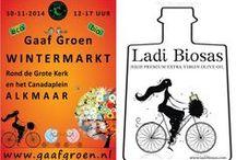 Ladi Biosas λάδι βιώσας│Ιμπρεσιονιστική γευσιγνωσία του │ALKMAAR NETHERLANDS / Ιμπρεσιονιστική γευσιγνωσία του Λάδι Βιώσας│ALKMAAR NETHERLANDS Στην γευσιγνωσία μαζί μας οι μουσικοί Kostas, Marian, Pedro και Hans απο το Άμστερνταμ που έπαιξαν μουσική του Μάνου Χατζιδάκι στο περíπτερο του Λάδι Βιώσας στο Χριστουγεννιάτικο απογευματινό φεστιβάλ στο Alkmaar-The Netherlands.