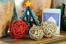 Borlas de mimbre / Adelántate a la llegada de las fiestas de la mano de Rust-Oleum. Dale nueva vida a tus objetos navideños y sorprende a tus invitados.
