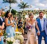 Casamento em Búzios / Muitas flores e uma decoração colorida para um casamento na praia em Búzios