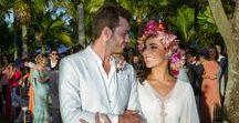 Casamento na Praia de Castelhanos / Decoração colorida ganhou um toque romântico com muitas flores e luzes nesse casamento na praia