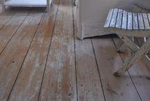 floor | / Vackra gamla trägolv, breda golvplankor i äkta trä / Beautiful floors of genuine wood