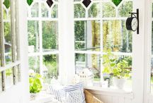 window | / Vackra gamla fönster och vacker dekoration i fönster / Naturally beautiful windows and how to decorate them beautifully