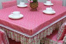 Cozinha(diversos) / Avental, panos de prato,luvas, guardanapos,jogos americanos, jogos de capas para cadeiras, toalhas para mesa,tapetes,e outros.